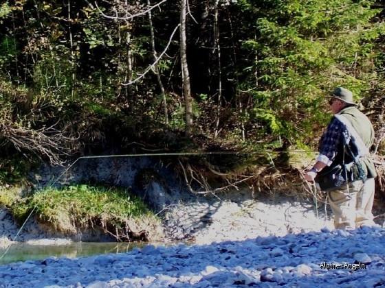 Ralf beim Äschenfischen - 05