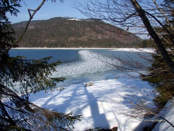Eis am Südufer des Walchensee